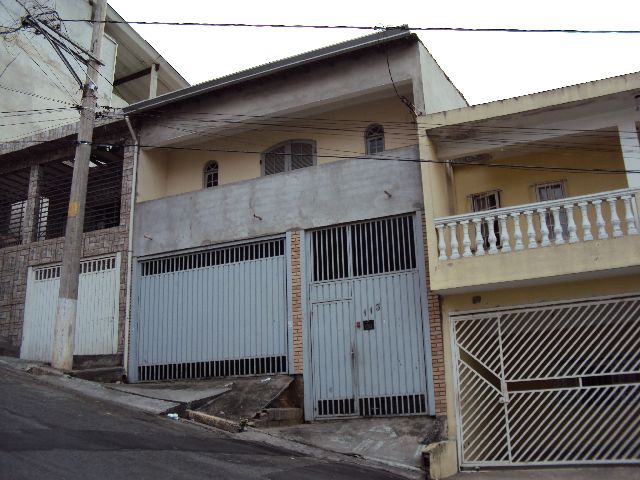 Alugar Casa / Sobrado em Carapicuíba. apenas R$ 380.000,00