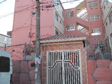 Alugar Apartamento / Padrão em Carapicuíba. apenas R$ 180.000,00