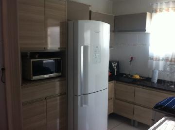 Alugar Apartamento / Padrão em Carapicuiba. apenas R$ 190.000,00