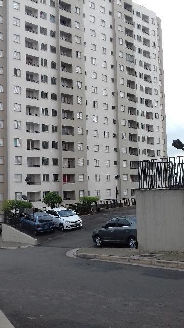 Alugar Apartamento / Apartamento em Carapicuíba. apenas R$ 215.000,00