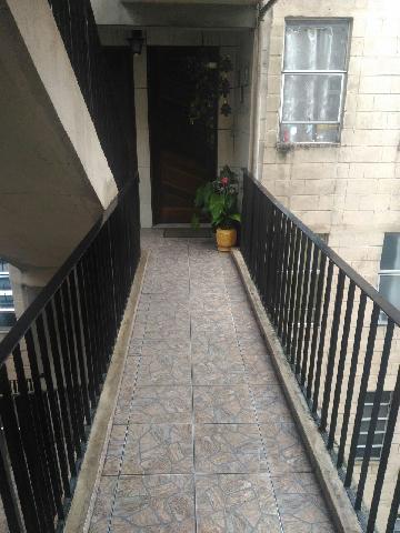 Alugar Apartamento / Padrão em Carapicuíba. apenas R$ 115.000,00