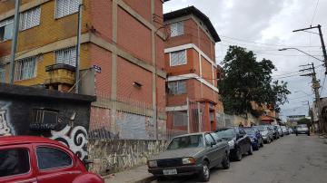 Alugar Apartamento / Padrão em Carapicuíba. apenas R$ 600,00