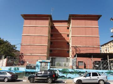Comprar Apartamento / Apartamento em Carapicuíba. apenas R$ 155.000,00
