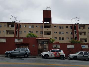 Apartamento / Padrão em Carapicuíba