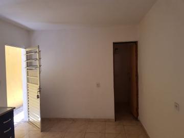 Alugar Casa / Terrea em Carapicuíba R$ 800,00 - Foto 17