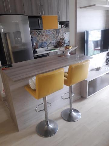 Alugar Apartamento / Padrão em Carapicuíba. apenas R$ 1.200,00