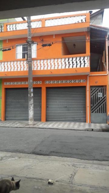Alugar Casa / Assobradada em Carapicuíba. apenas R$ 380.000,00