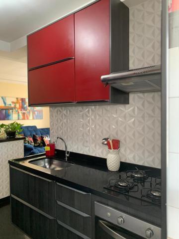 Comprar Apartamento / Padrão em Carapicuíba R$ 250.000,00 - Foto 2