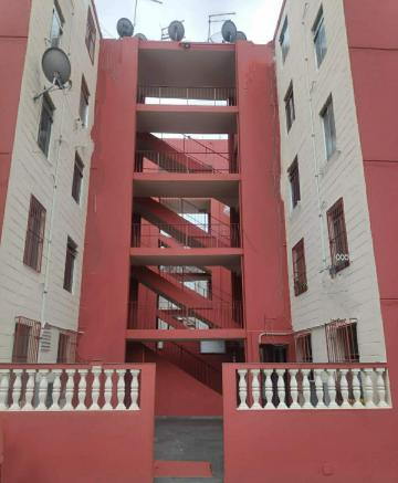 Comprar Apartamento / Padrão em Carapicuíba R$ 130.000,00 - Foto 1