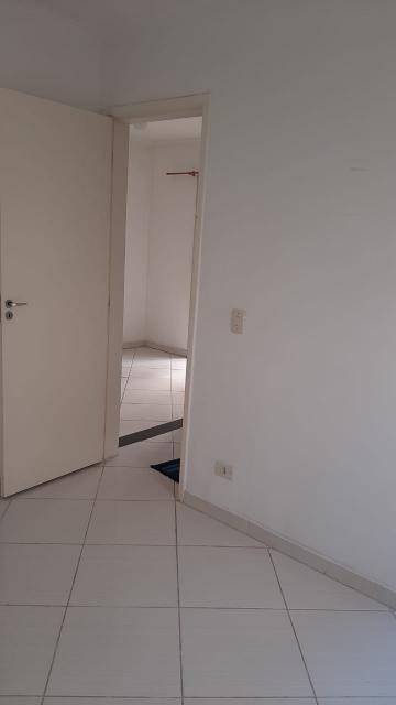 Comprar Apartamento / Padrão em Carapicuíba R$ 190.000,00 - Foto 4